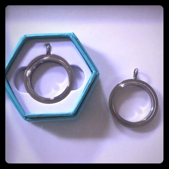 Origami Owl Jewelry - Origami Owl~Large Silver Twist Locket Base